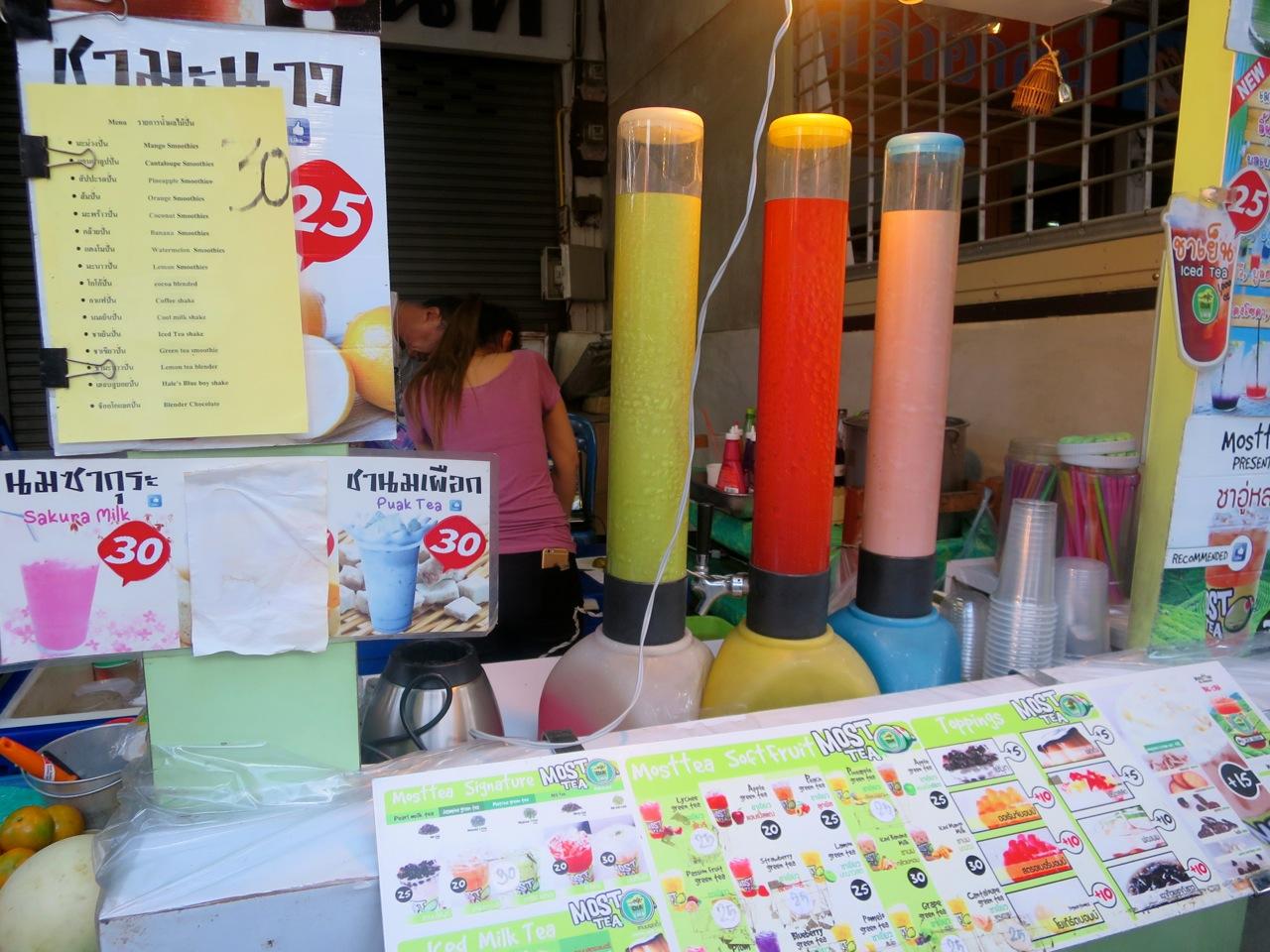 As bebidas coloridas na rua