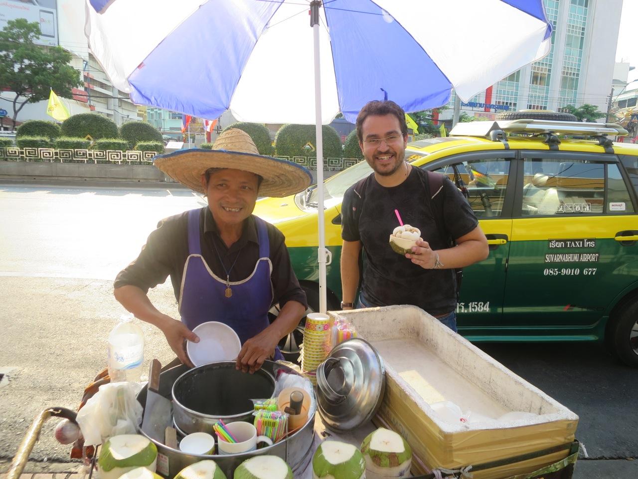 Com o sorveteiro thai