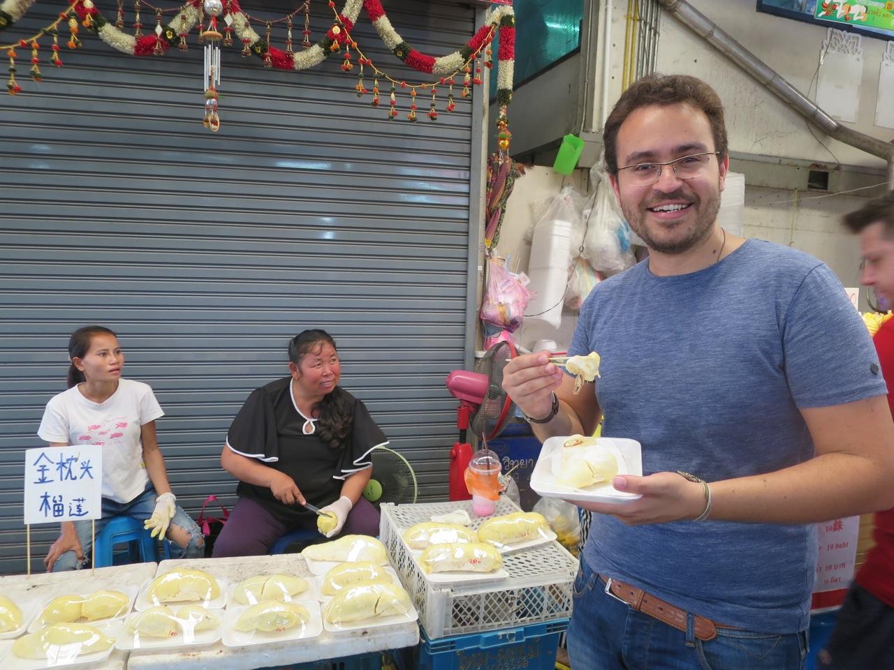 Comendo durian