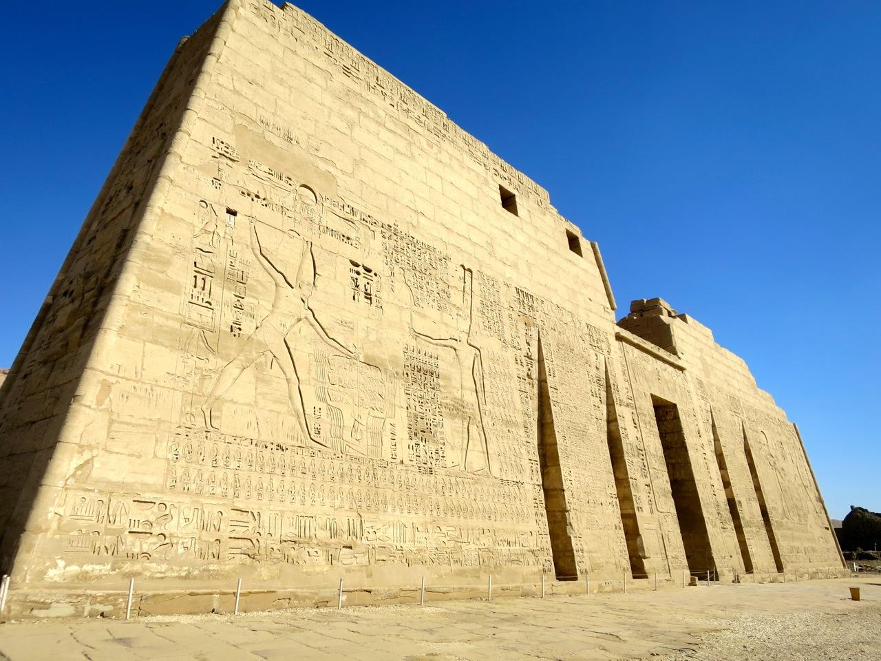 Luxor 3-02