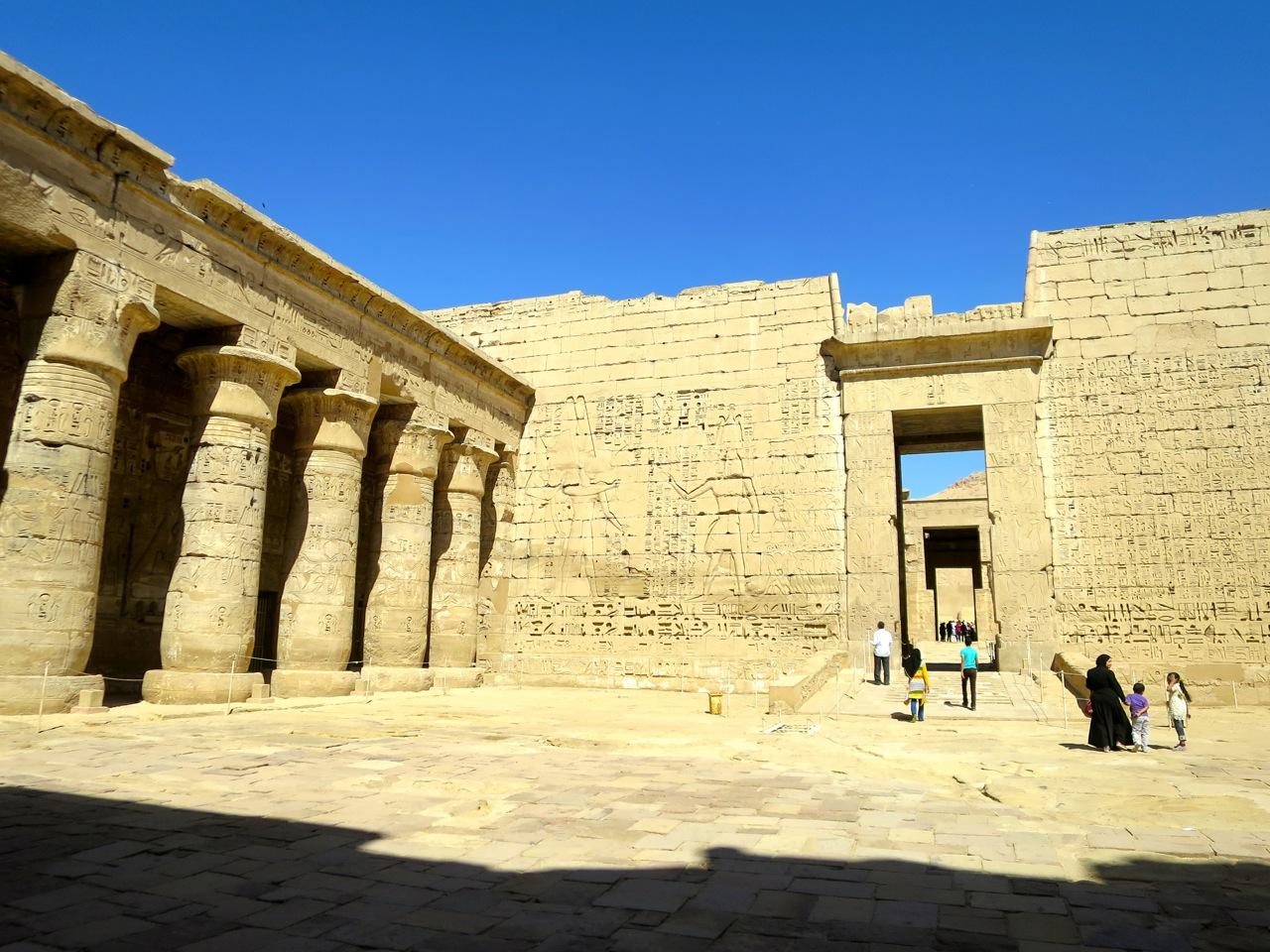 Luxor 3-04