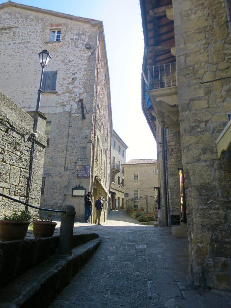 San Marino 1-22