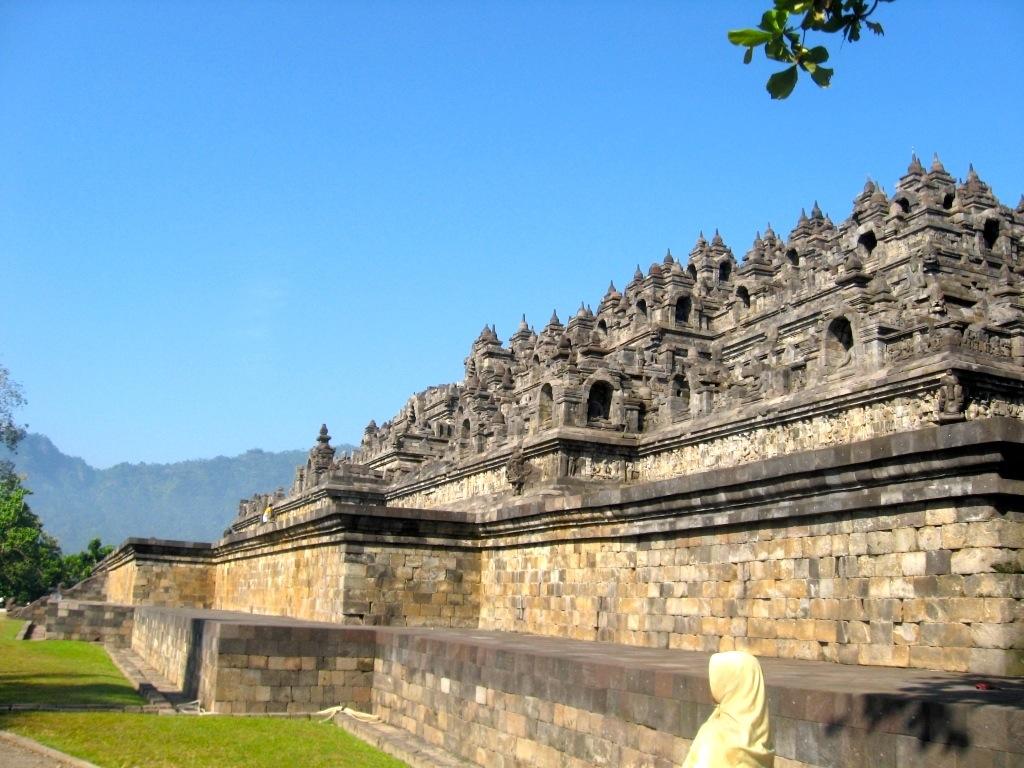 Borobudur, o maior templo budista do mundo, na Ilha de Java (Indonésia) –  Mairon pelo Mundo