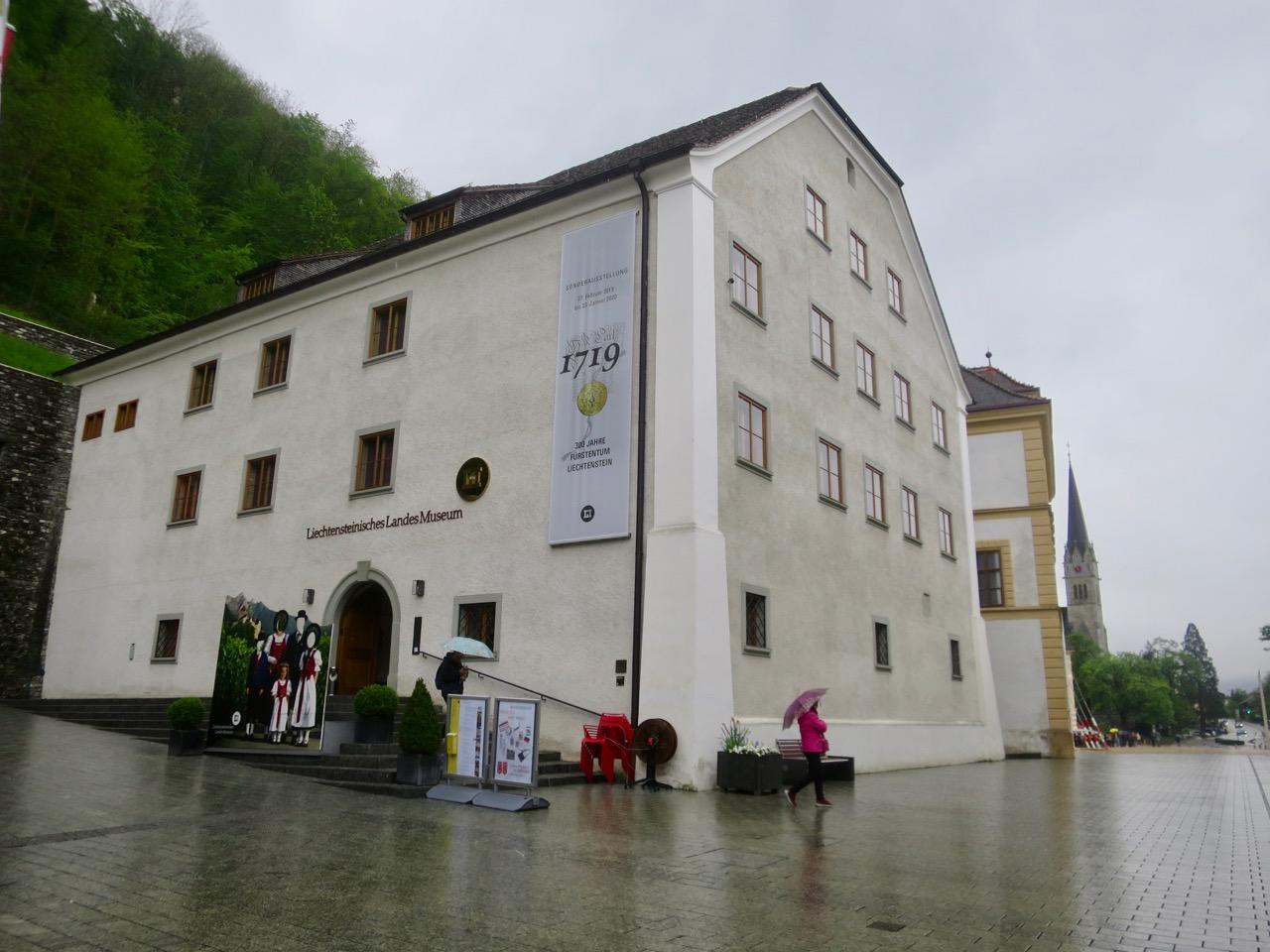 Liechtenstein 1 16
