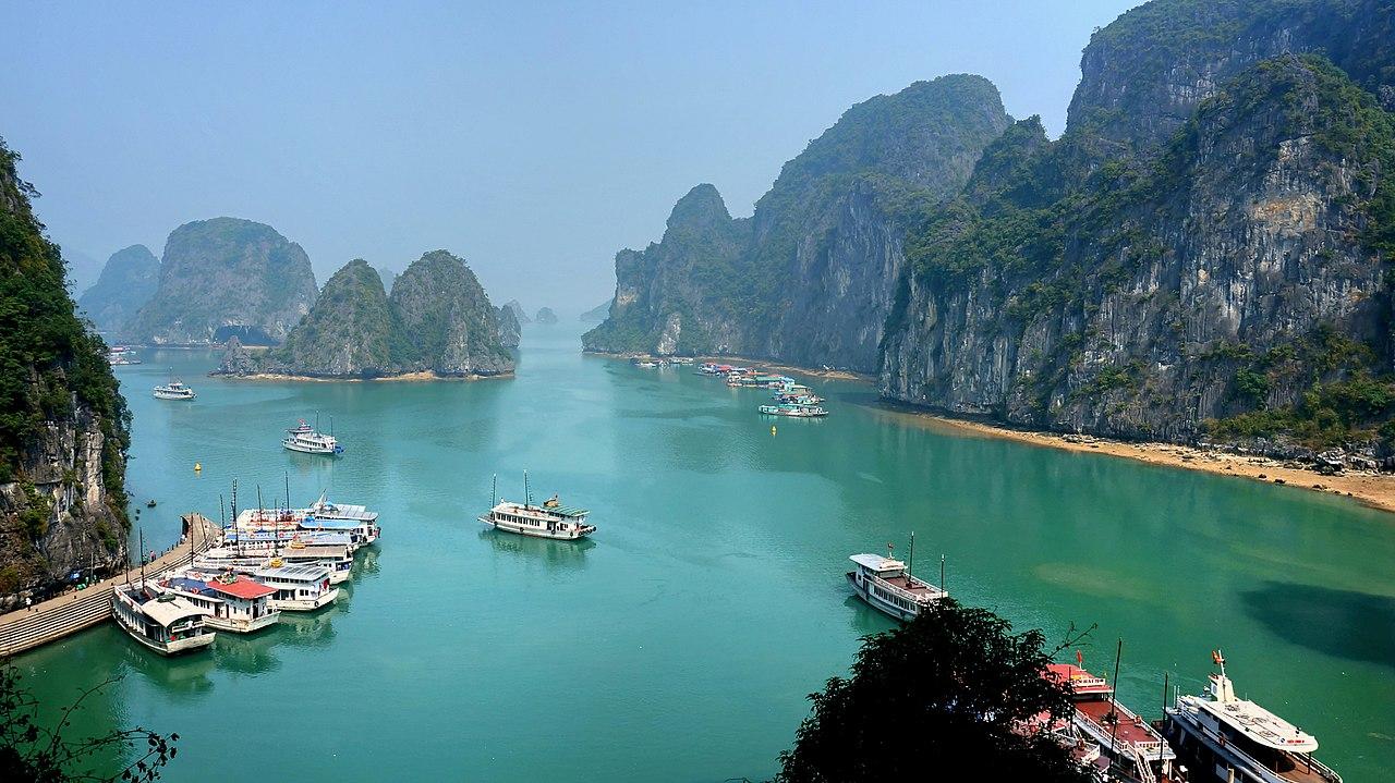 1280px Ha Long Bay on a sunny day