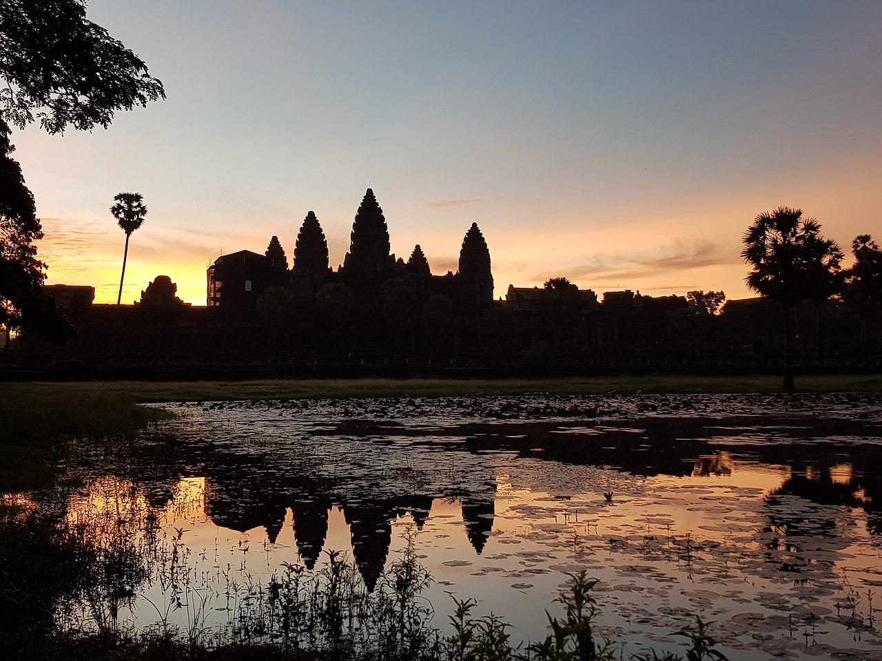 1280px Angkor wat sunrise