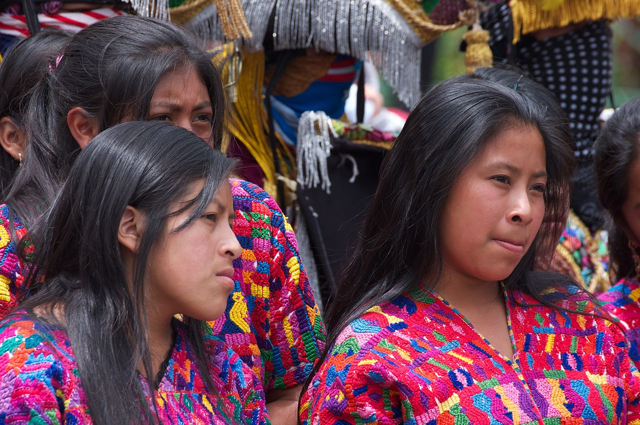 Jovens Maya na Guatemala