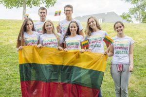 Lituanos com sua bandeira