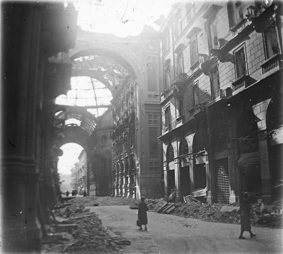 Milano Galleria Vittorio Emanuele II bombardata 02