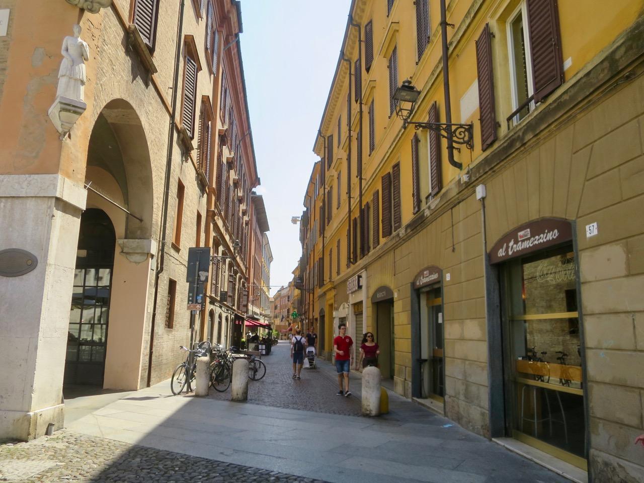 Modena 1 05