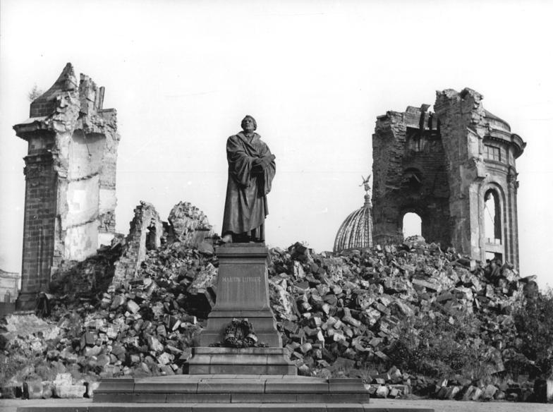 Frauenkirche em ruinas