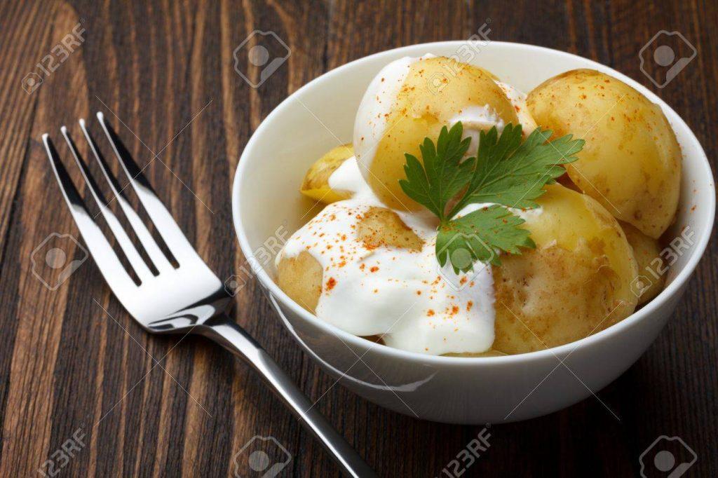 Batatas com creme azedo