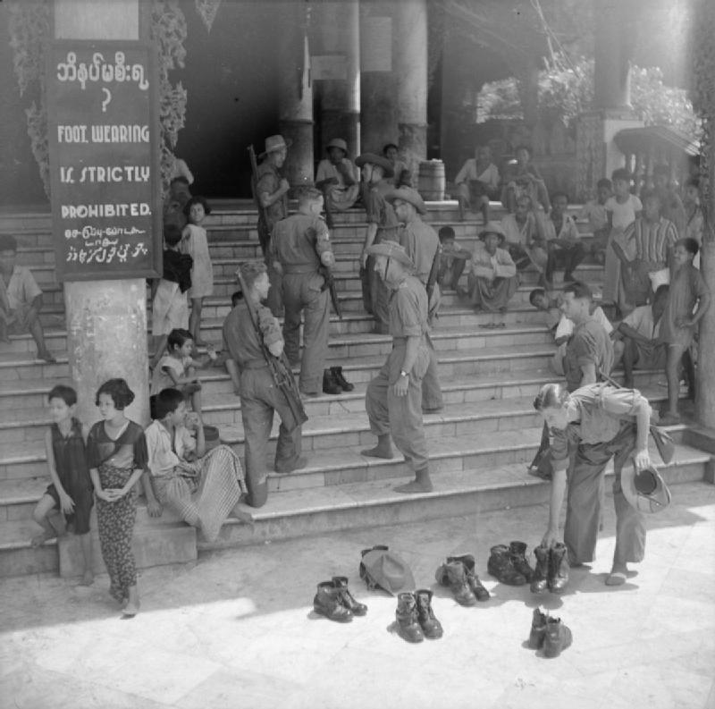 Britânicos em Shwedagon 1945