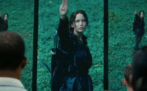 Katniss saudação três dedos