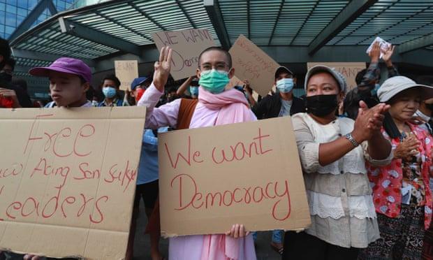 Monge protestos Myanmar 2021