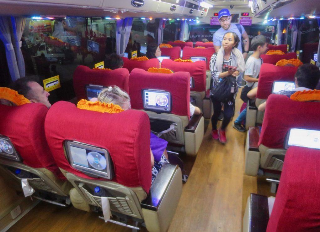 Onibus em Myanmar 1 01