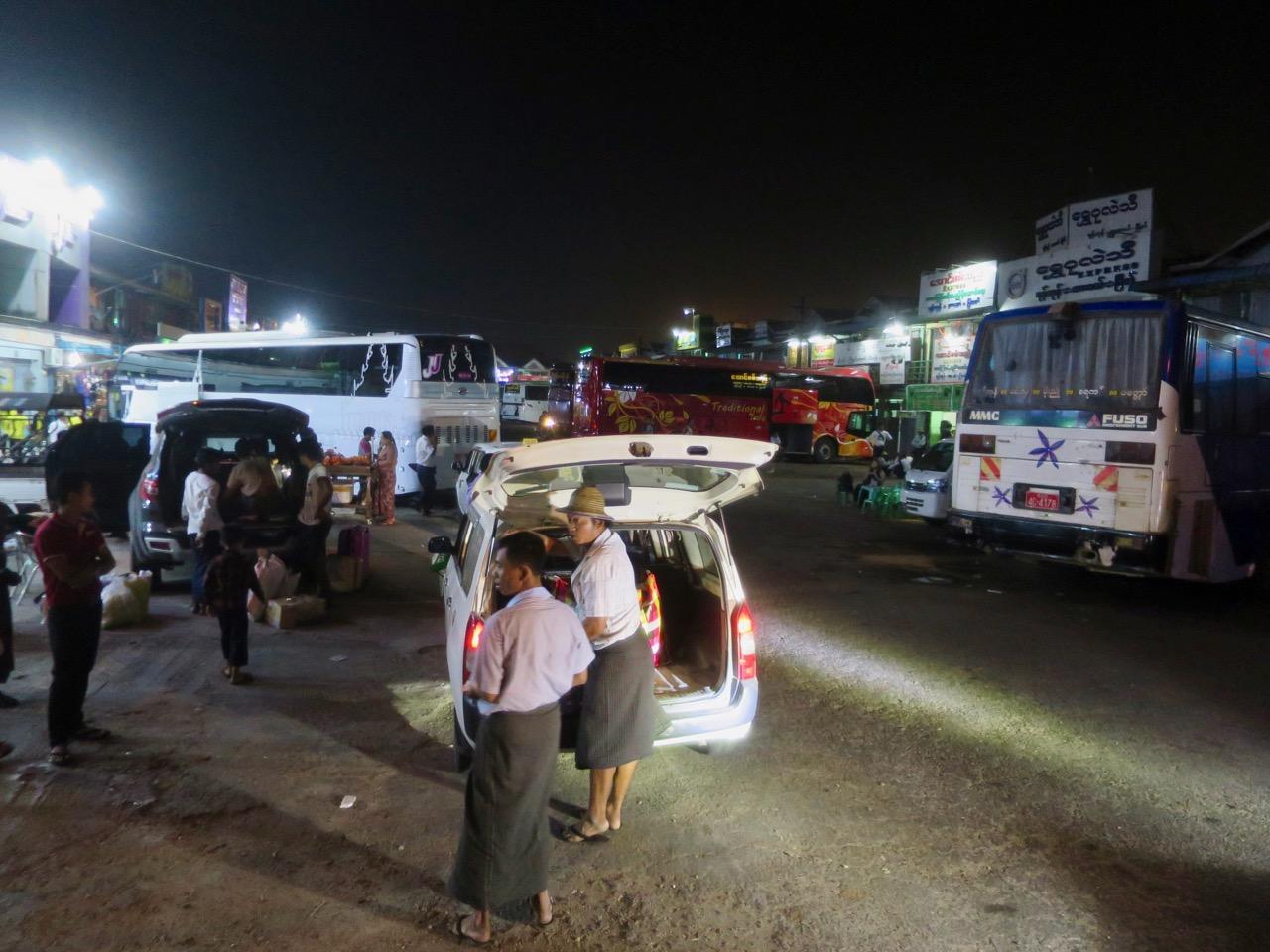 Onibus em Myanmar 1 12