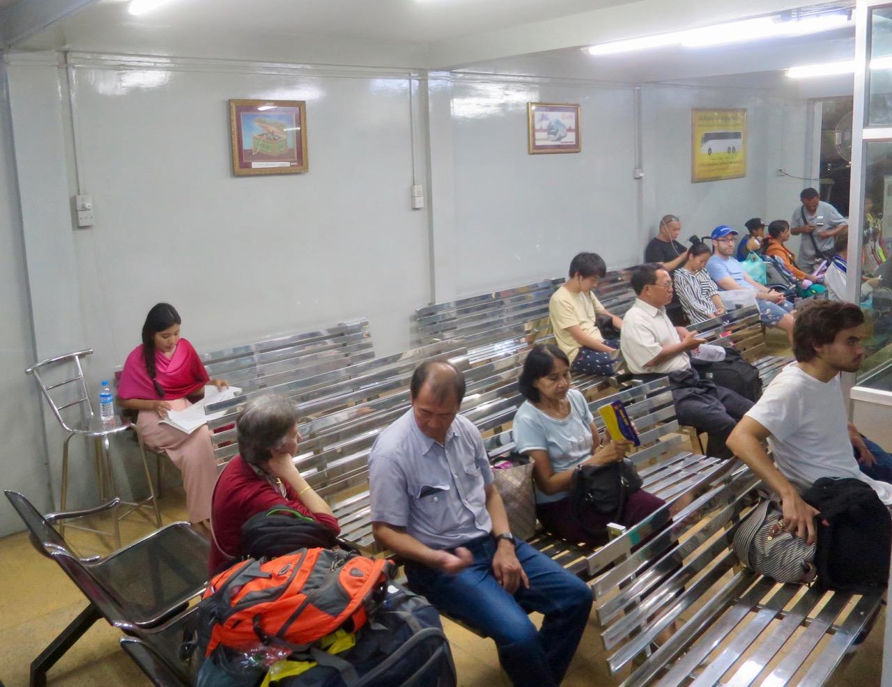 Onibus em Myanmar 1 21