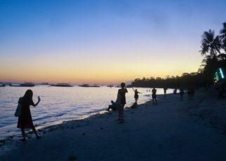 Alona Beach 1 01