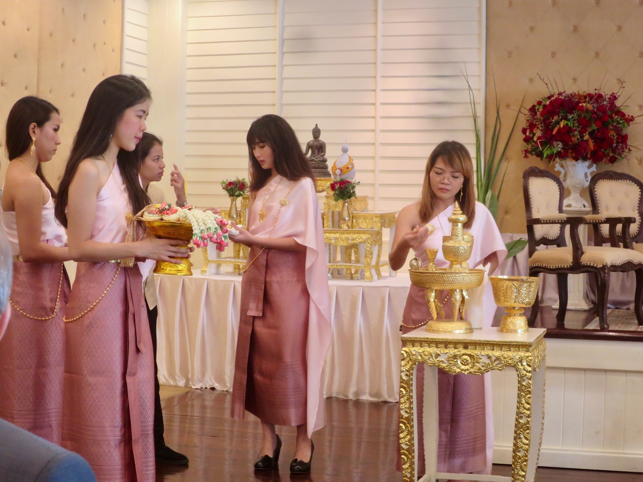 Damas de companhia num casamento tailandês