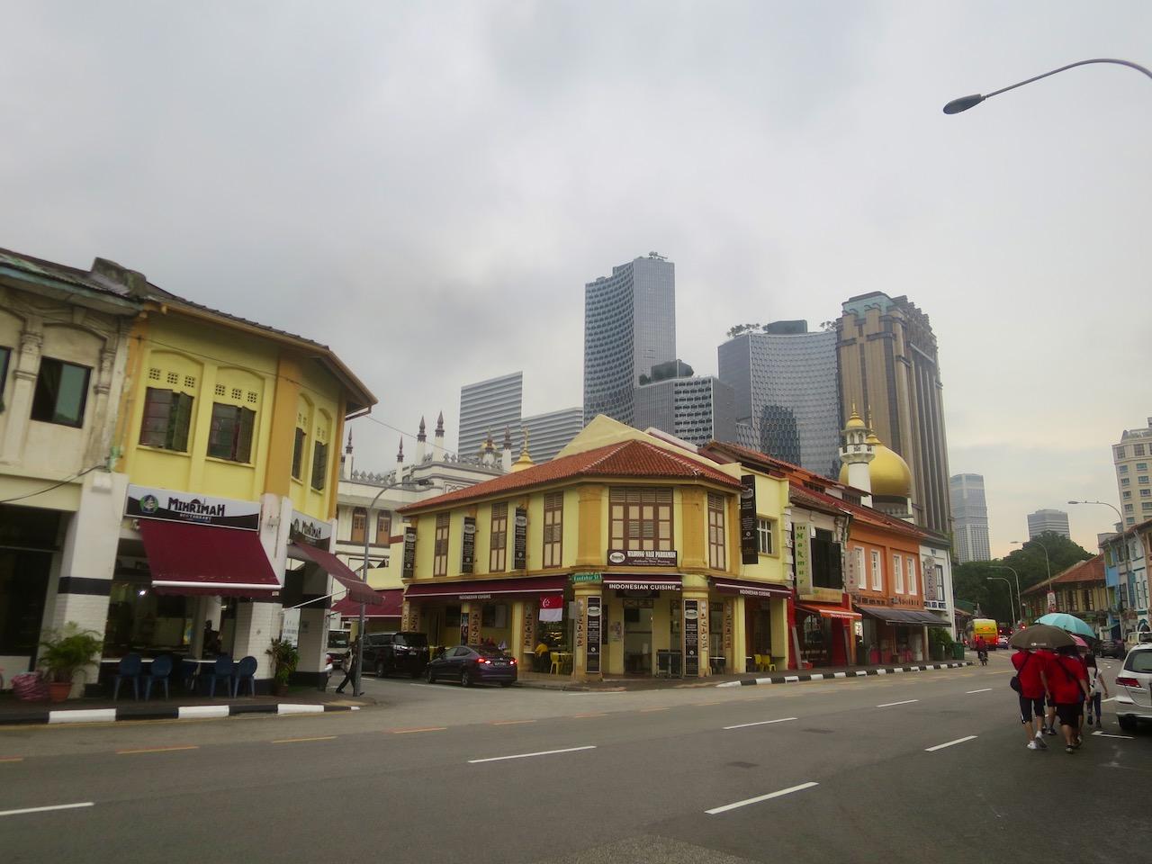 Edificações históricas e modernas em Singapura
